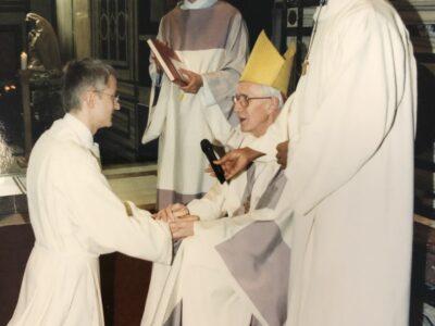 Treueversprechen in die Hand des Bischofs